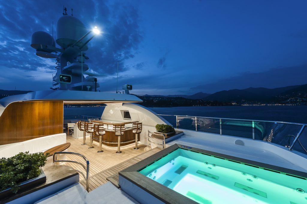 Redna Yachts Atomic-6